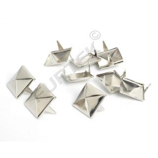Заклепки пирамида на шипах