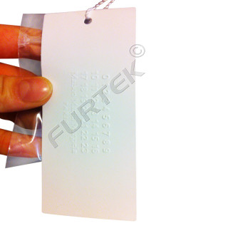 Картонная бирка со скругленными углами и конгревным тиснением 40х80 мм