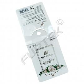 Бирка из дизайнерского картона для маркировки носков с тиснением, сгибом и отверстием для подвешивания