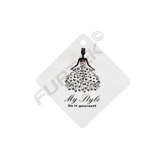 Ромбовидная бирка из двустороннего мелованного картона для маркировки женской одежды