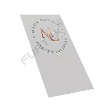 Подвесная бирка из дизайнерского картона с тиснением фольгой цвета золото