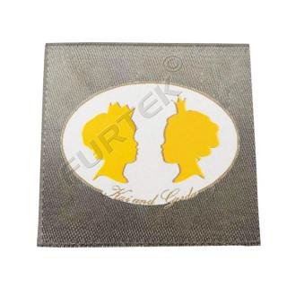 Жаккардовый ярлык с золотым люрексом 33х50 мм с подгибами по 5 мм