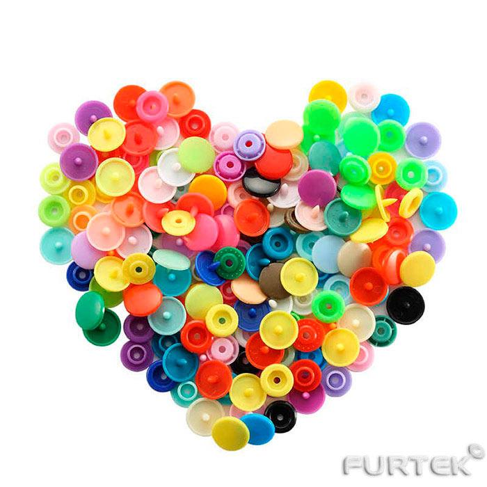 Пластиковые кнопки в ассортименте