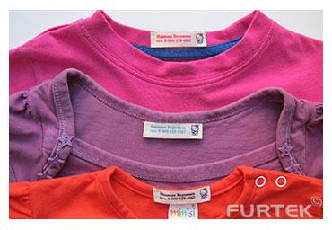 Пришивные этикетки с именами на футболках