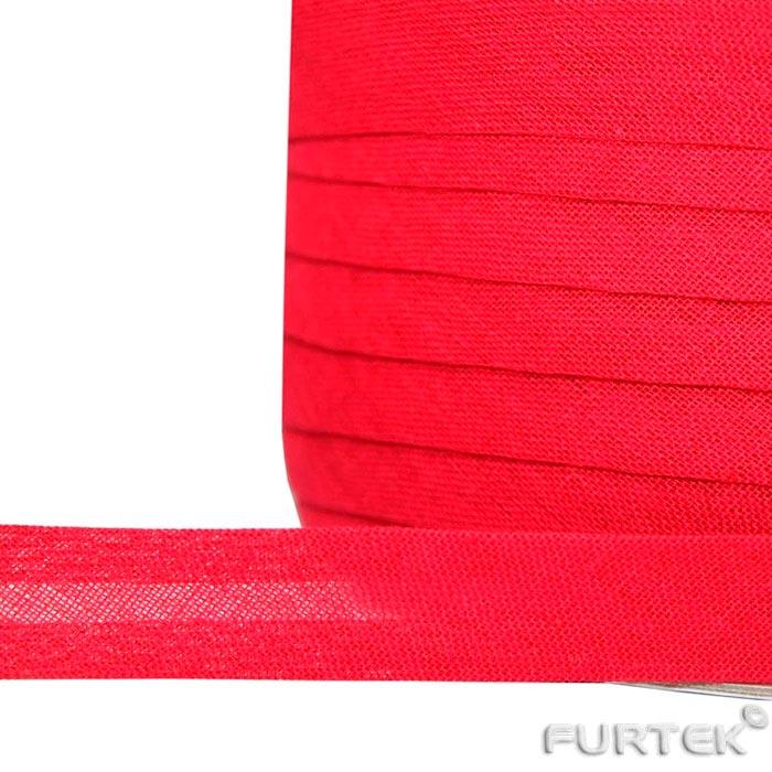 Косая бейка в намотке красного цвета
