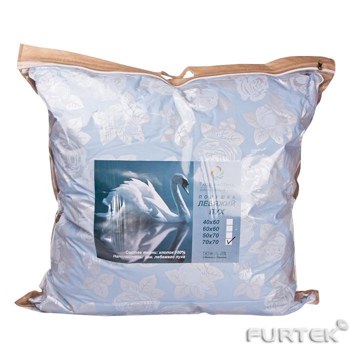 Подушка в упаковке из прозрачной пленки на молнии и с прорубленной ручкой