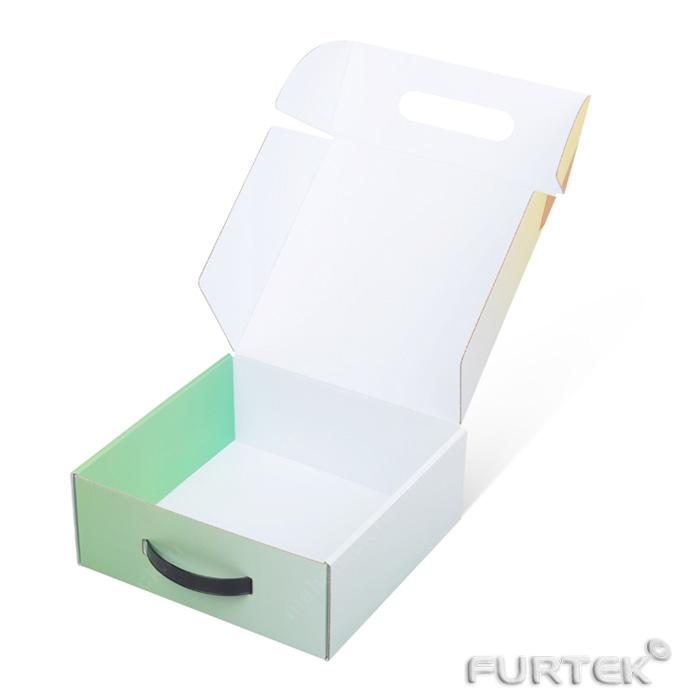 Открытая коробка чемодан с печатью для упаковки одежды