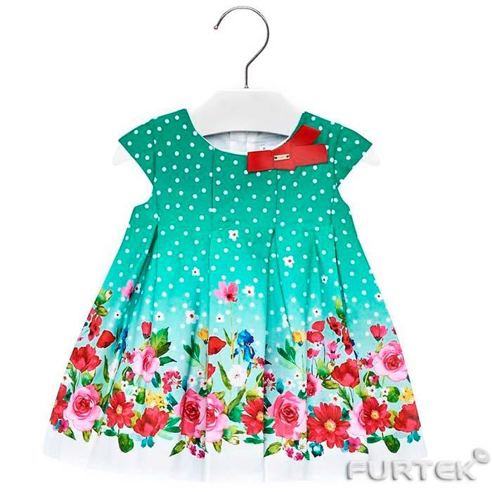 Детское платье на вешалке сирии А