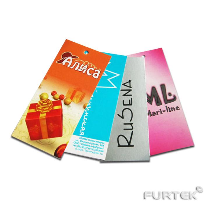 четыре картонные бирки с нанесением логотипа и других информационных сообщений для маркировки одежды