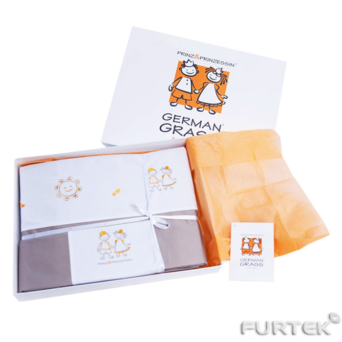 Постельное белье в коробке с биркой