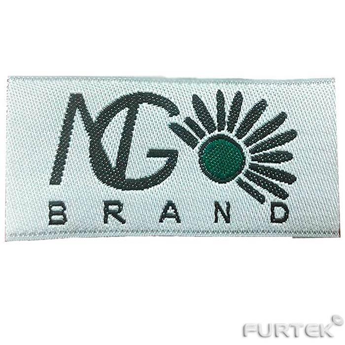 Белая жаккардовые лейблы для одежды с черно-зеленым логотипом