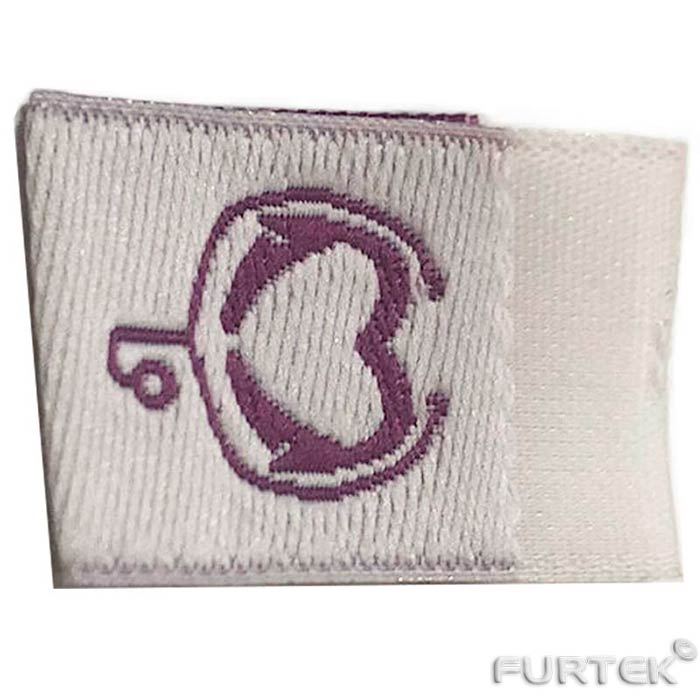 жаккардовая белая этикетка и изображением логотипа сиреневого цвета