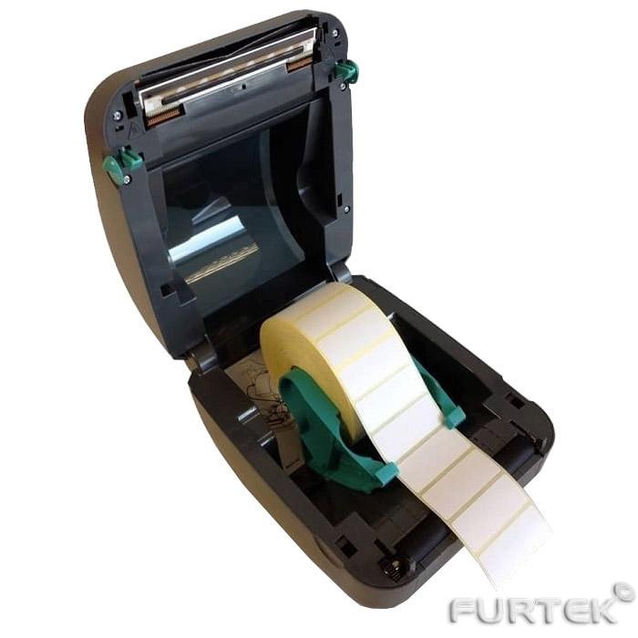 Термотрансферная лента с этикетками заряжена в принтер Zebra GK-420d