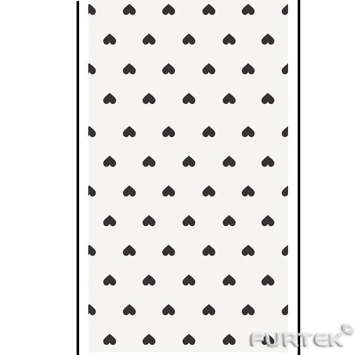 Белая сатиновая лента с черным принтом в виде сердечек в рулоне длиной по 50 и  100 м.