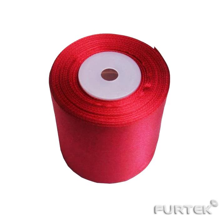 Красная атласная лента шириной 100 мм и длиной 33 м