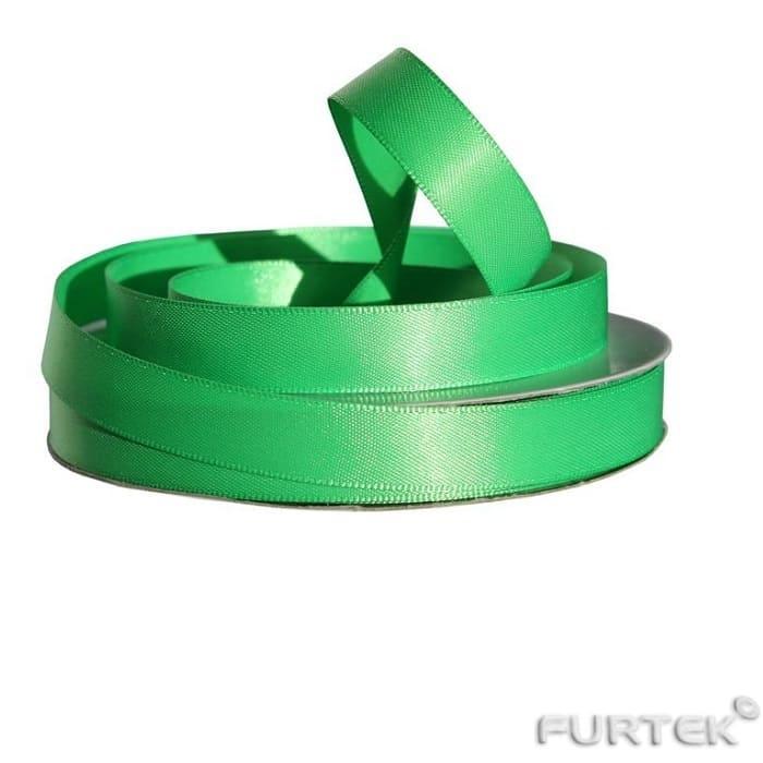 Двусторонняя атласная лента зеленого цвета