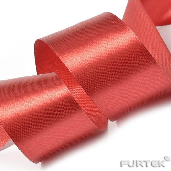 Красная сатиновая лента