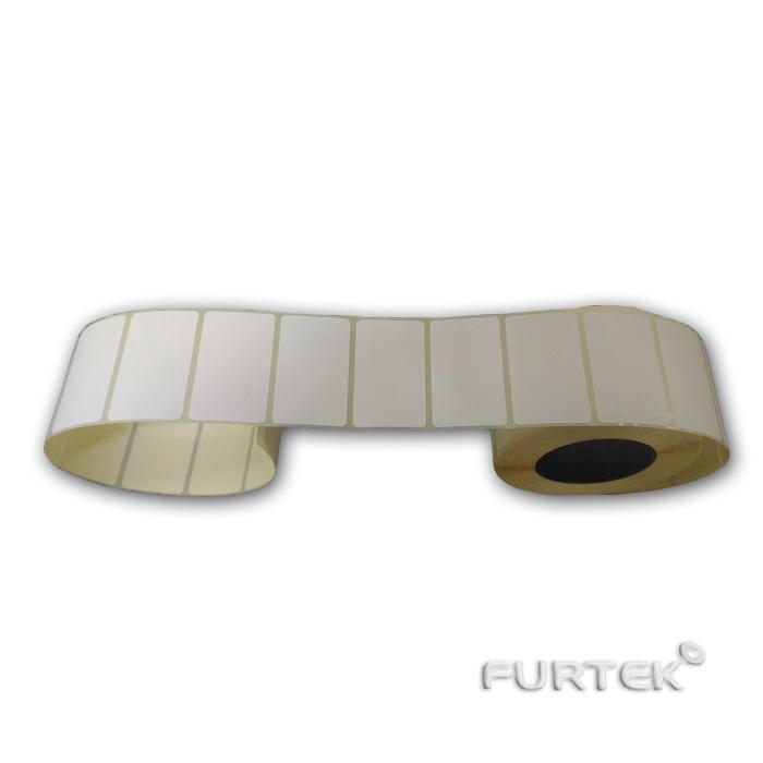 Развернутый рулон термоэтикетки фото