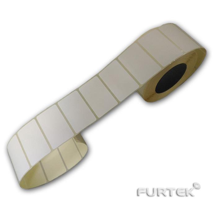 Развернутый рулон термотрансферной этикетки фото
