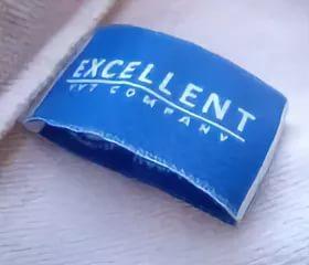 Жаккардовые этикетки синего цвета с белой надписью