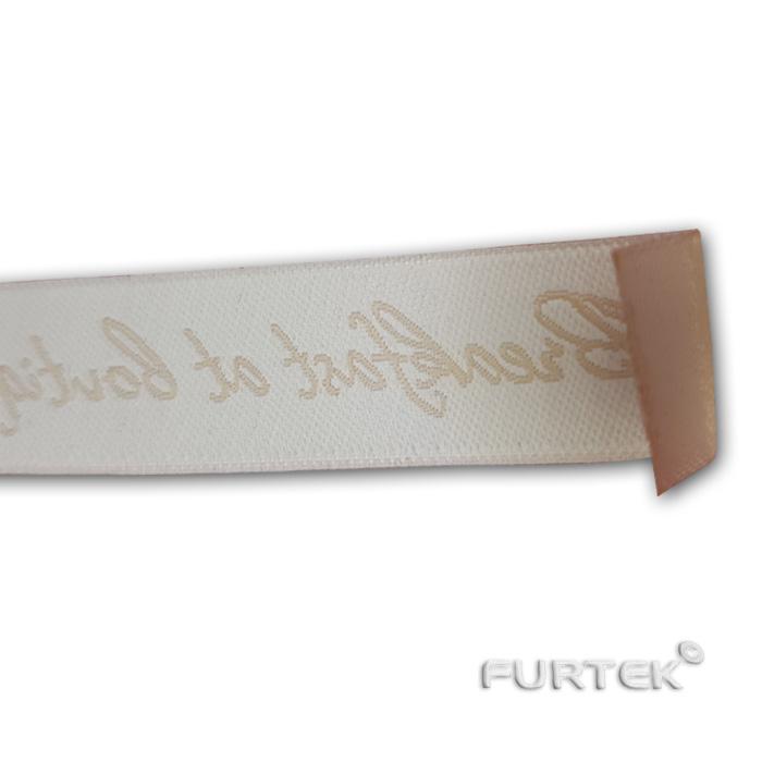 Бежевая этикетка с белым текстом половинка, фото