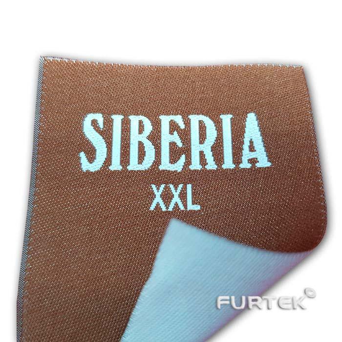 Жаккардовая этикетка бежевая с белым логотипом Siberia, край подогнут, фото
